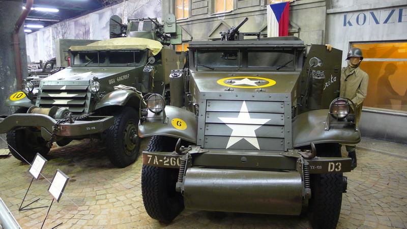 Americká obrněná vozidla WHITE SCOUT CAR M 3A1 a M3 HALF-TRACK M16