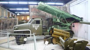 """Sovětský raketomet BM-13-16 """"Kaťuša"""" na podvozku STUDEBAKER US-6"""