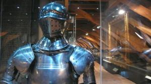 Plná plátová zbroj z 16. století