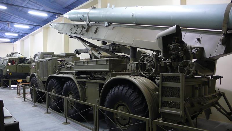 Odpalovací zařízení 9P113 taktického raketového kompletu 9K52 LUNA M (FROG-7)