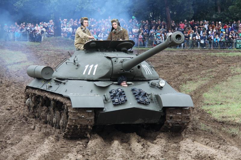 Sovětský těžký tank IS-3 v akci