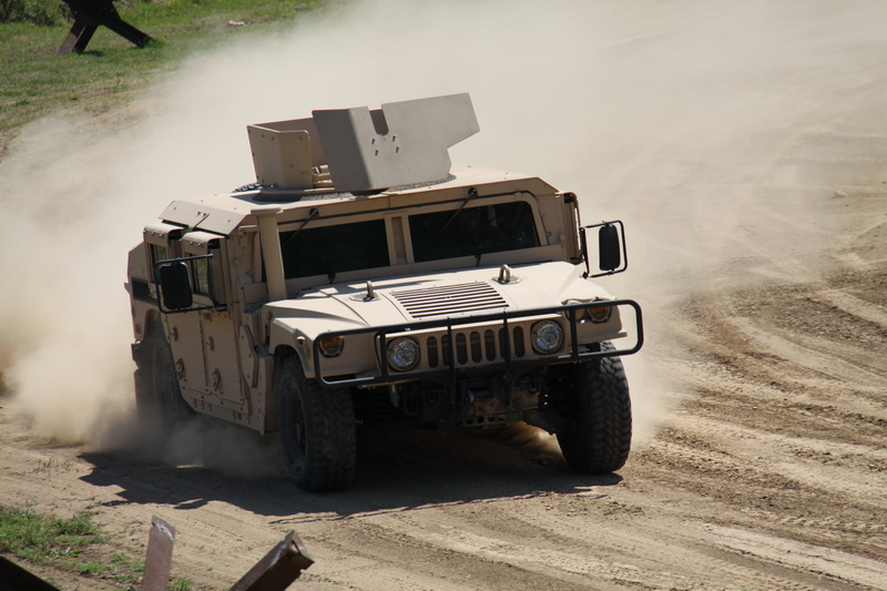 Americký automobil HUMMER M1151 HMMWV