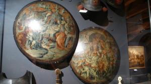 Malované zbroje ze slavných divadelních představení na vévodském dvoře ve Ferraře