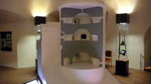 Model Mihulky - řez ukazuje tři patra věže, v nichž je nyní expozice
