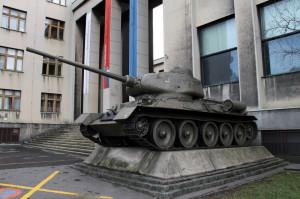 Tank T-34 před Armádním muzeem Žižkov