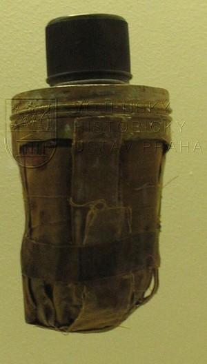 Speciální bomba Jana Kubiše z místa atentátu na Reinharda Heydricha