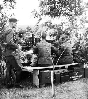 Československý vysílač RV3 rádiové stanice vz. 29 (dobová fotografie)