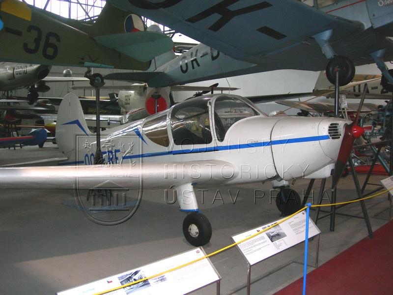Letoun Zlín Z-22 Junák