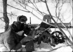 9 - Výcvik se nezastavil ani v  krutých ruských mrazech. Na snímku obsluha těžkého kulometu Maxim.