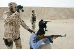 Irácký policista střílí pod vedením českého instruktora