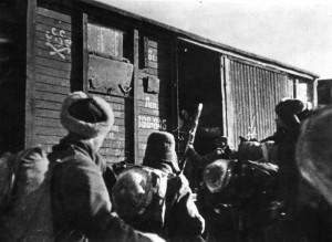 14 - Odjezd 1. polního praporu 30. 1. 1942 z nádraží v Buzuluku