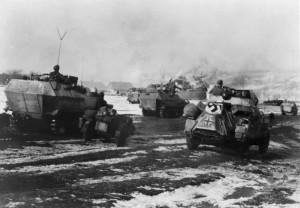 """17 - Snímek z postupu tankové divize SS """"Das Reich"""" na Charkov na počátku března 1943 zachycuje klimatické podmínky v době boje o Sokolovo."""