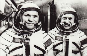 A. Gubarev a V. Remek (vpravo)