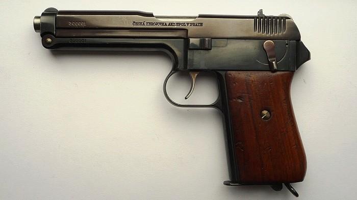 Prototyp československé pistole vz. 38 v ráži 9 mm Parabellum