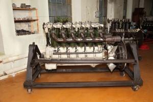 Americký letecký motor Liberty 12 model A v tankové úpravě