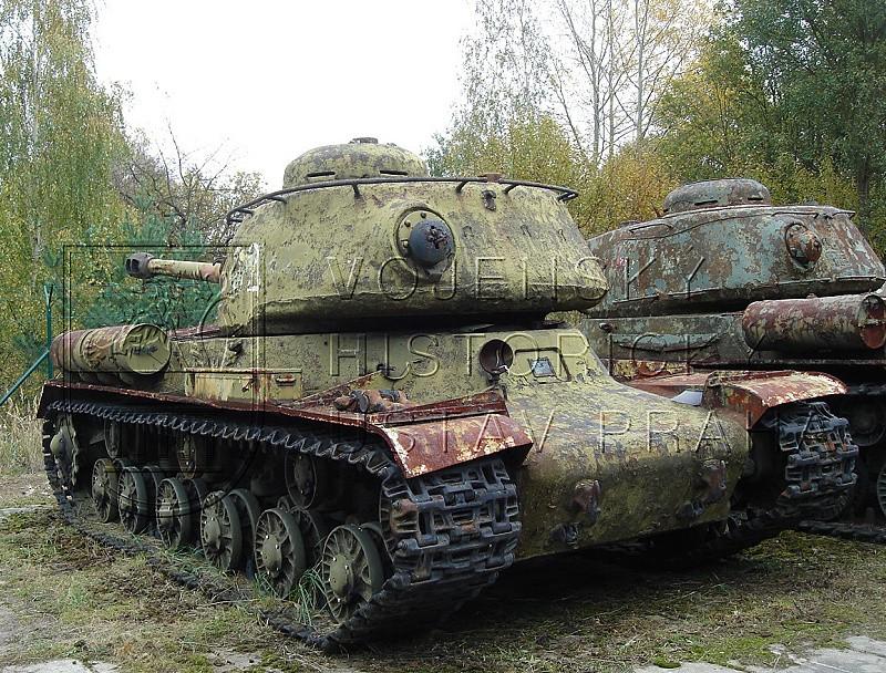Sovětský těžký tank IS-2 ranného provedení