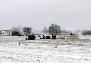 V odpoledních hodinách proběhla bojová ukázka, které se na obou stranách zúčastnily desítky členů klubů vojenské historie z Ukrajiny, Ruska, Izraele a České republiky