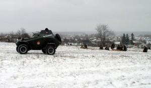 Zdařila replika sovětského obrněného automobilu BA-64 byla sice v případě boje o Sokolovo ahistorická, leč efektní