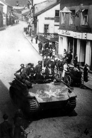 Německý vyprošťovací tank Bergepanzer Hetzer, ukořistěný povstalci v Úpici. Foto archiv VHÚ.