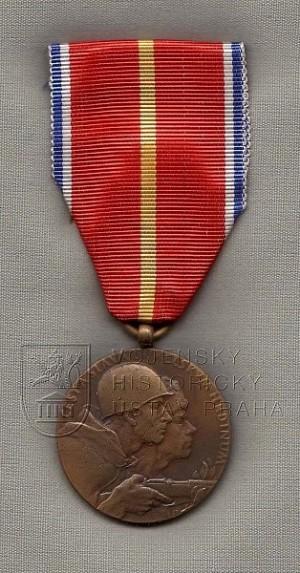 Dukelská pamětní medaile (přední strana)