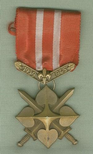 """Junácký kříž """"Za vlast"""" 1939–1945 (III. stupně)"""