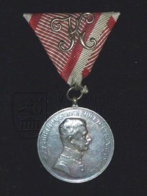 Rakouská vojenská medaile Za statečnost císaře Karla I. (přední strana)