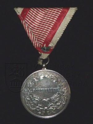 Rakouská vojenská medaile Za statečnost císaře Karla I. (zadní strana)