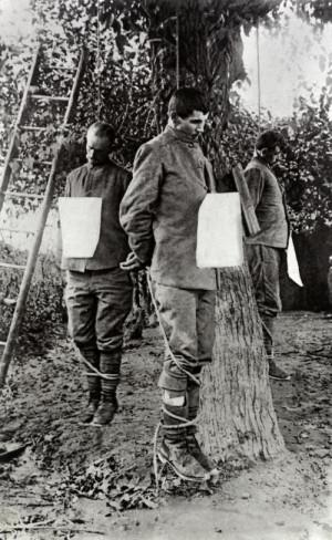 Tři čs. dobrovolníci popravení v Piavonu u Oderza 16. června 1918 po zajetí rakousko-uherskou armádou. Foto: archiv VHÚ.
