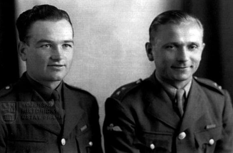 Rotmistři Jan Kubiš a Josef Gabčík, 1941