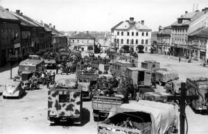 Ustupující kolony německé frontové armády ve Skutči. Foto archiv VHÚ.