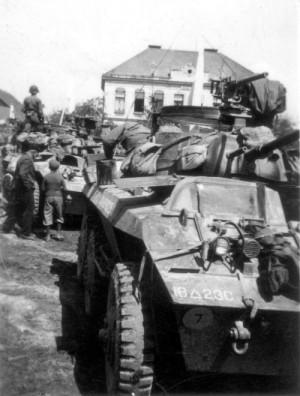 Americké obrněné automobily M-8 Greyhound ve Velichovkách 8. května 1945, které přivezly polnímu maršálu Schörnerovi oznámení o bezpodmínečné kapitulaci Německa. Foto archiv VHÚ.