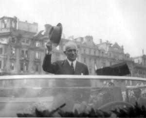 Exilový prezident ČSR Edvard Beneš při návratu do Prahy 16. května 1945. Foto archiv VHÚ.