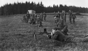 Výcvik izraelských vojáků v Československu. Střelba z lehkého kulometu. FOTO: VÚA–VHA