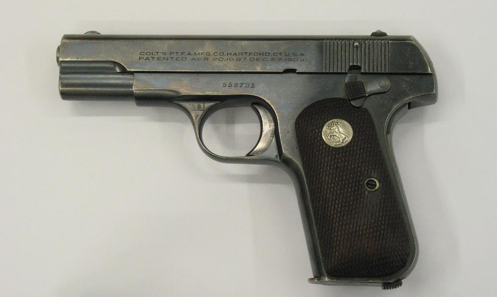 Pistole Colt 0,32. Foto archiv VHÚ.
