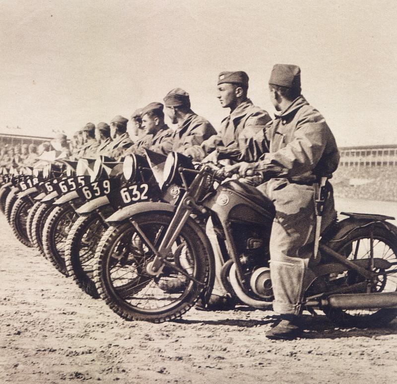 Stvoření mýtu: čs. armáda na X. všesokolském sletu v roce 1938