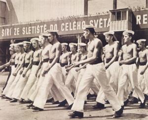 Nástup cvičenců jugoslávského námořnictva.  Foto sbírka VHÚ.