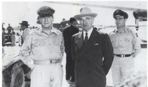 Generál MacArthur a prezident Truman v říjnu 1950