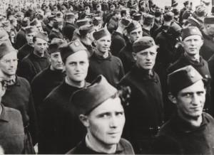 Nástup vzbouřenců v táboře v Cholmondeley. Foto sbírka VHÚ.
