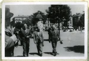 Návštěva budoucího exilového ministra národní obrany div. gen. Sergěje Ingra v Malých Bronowicích. Foto sbírka VHÚ.