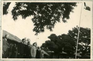 Návštěva čs. vyslance ve Varšavě Juraje Slávika v Malých Bronowicích. Foto sbírka VHÚ.
