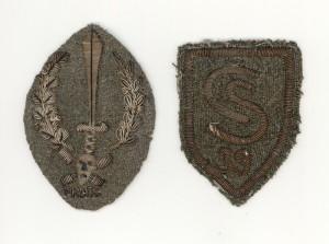 Rukávový znak italských úderných oddílů (Arditů) a rukávový štítek 39. čs. střeleckého pluku italských legií. Foto sbírka VHÚ.