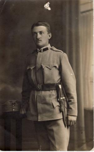 Alois Eliáš na fotografii z pohlednice, kterou zaslal 25. srpna 1914, den před odjezdem do Haliče, na památku svému strýci L. Vorlíčkovi. Foto sbírka VHÚ.
