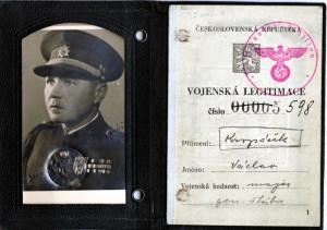 Vojenská legitimace Václava Kropáčka. Foto sbírka VHÚ.