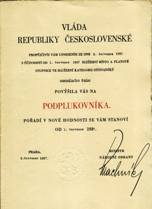 Jmenovací dekret do hodnosti podplukovníka. Foto sbírka VHÚ.