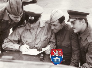 Družba vojáků na cvičení. Foto sbírka VHÚ.