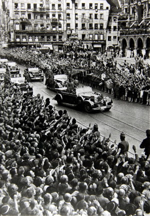 Hitlerova jízda Mnichovem 29. září 1938. Foto sbírka VHÚ.