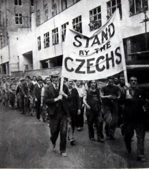 Demonstrace na podporu ČSR  ve Velké Británii. Foto sbírka VHÚ.