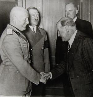 Mussolini a Hitler, vpravo francouzský premiér Édouard Daladier. Foto sbírka VHÚ.