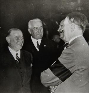 Francouzský premiér Édourad Daladier a Adolf Hitler, první setkání před samotnou konferencí. Foto sbírka VHÚ.