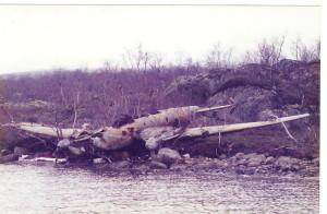 Letoun po vylovení z jezera v roce 1996